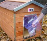 Wind protection curtain for dog houses